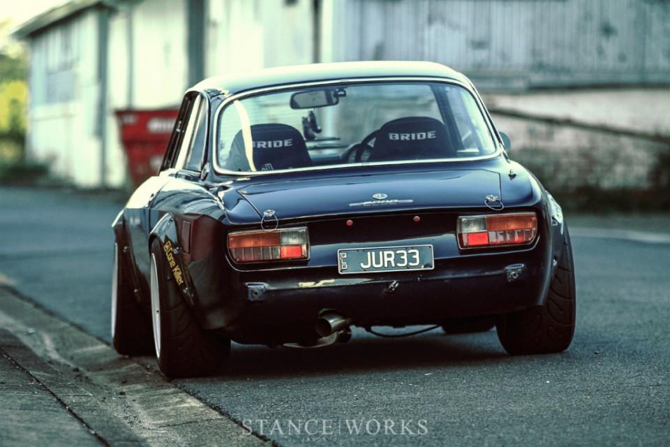 Alfa-Romeo-2000-GTV2