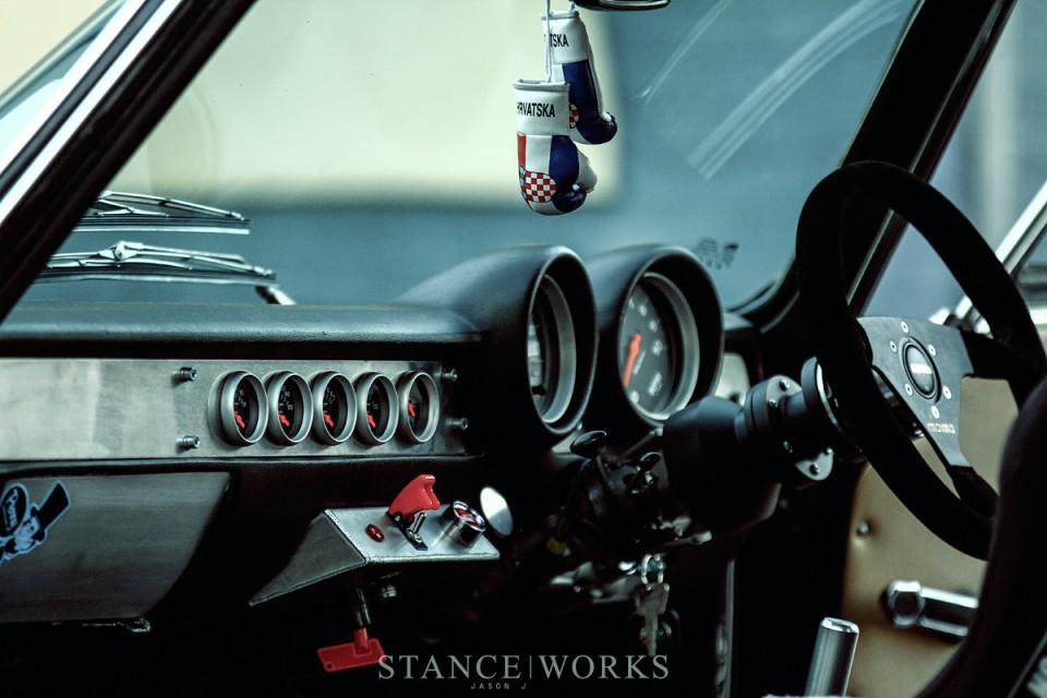 alfa-romeo-gtv-interior-track-car-dash-board-bride-seats1