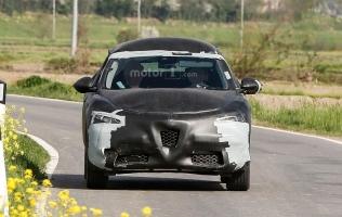 FOTO: Alfa Romeo Stelvio na novim špijunskim fotografijama