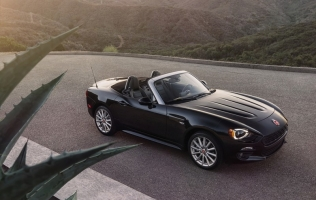 Vratio se legendarni Fiat 124 Spider